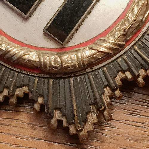 Repro Deutsches Kreuz in Gold? Would like opinions...