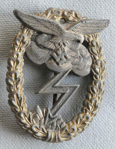 Click image for larger version.  Name:1 Luftwaffe Ground-Attack Badge front.jpg Views:91 Size:226.7 KB ID:939935