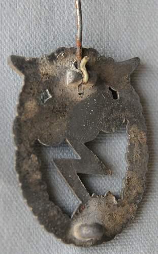 Click image for larger version.  Name:3 Luftwaffe Ground-Attack Badge back b.jpg Views:49 Size:220.9 KB ID:939937