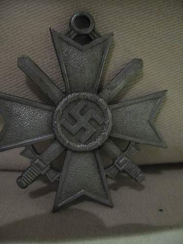 Mother's Cross in bronze and Knight's Cross to the War Merit Cross with Swords: Authentic pieces?