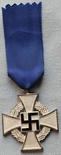 Click image for larger version.  Name:The Civil Service Faithful Service Medal (Treudienst-Ehrenzeichen für Beamte Angestellte un.jpg Views:12 Size:272.1 KB ID:944716