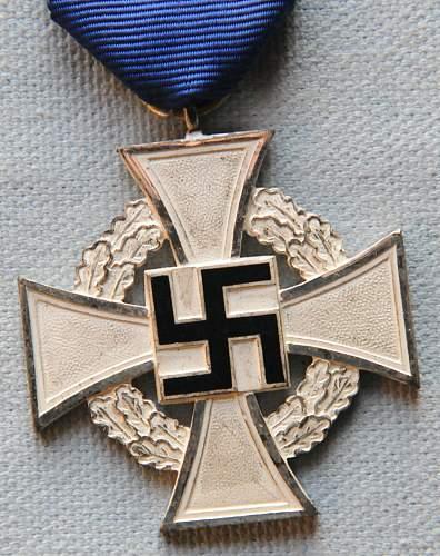 Click image for larger version.  Name:The Civil Service Faithful Service Medal (Treudienst-Ehrenzeichen für Beamte Angestellte un.jpg Views:15 Size:227.4 KB ID:944717