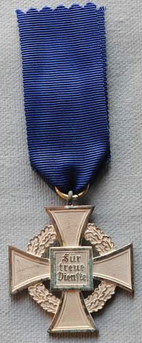 Click image for larger version.  Name:The Civil Service Faithful Service Medal (Treudienst-Ehrenzeichen für Beamte Angestellte un.jpg Views:8 Size:269.8 KB ID:944718