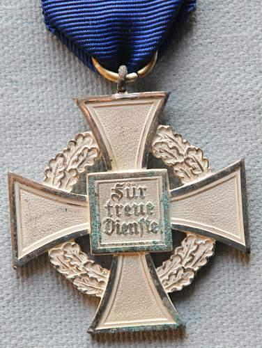 Click image for larger version.  Name:The Civil Service Faithful Service Medal (Treudienst-Ehrenzeichen für Beamte Angestellte un.jpg Views:14 Size:226.3 KB ID:944719