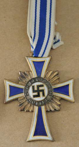 Click image for larger version.  Name:German Mothers Cross front.jpg Views:23 Size:169.9 KB ID:947147