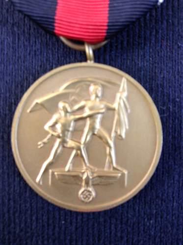 Die Medaille zur Erinnerung an den 1. Oktober 1938 for review
