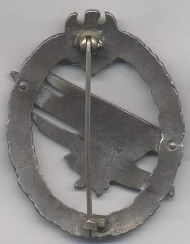paratroopers badge & close combat badge original?