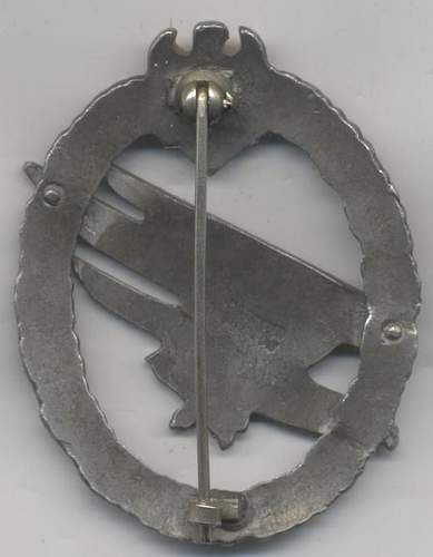 paratroopers badge & close combat badge original?