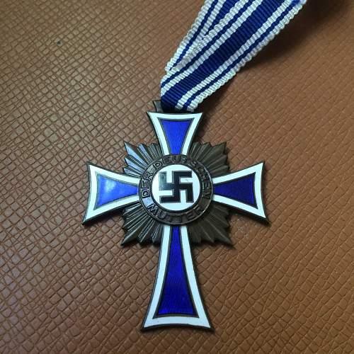 Ehrenkreuz der Deutsche Mutter Dritte Stufe, genuine or not?