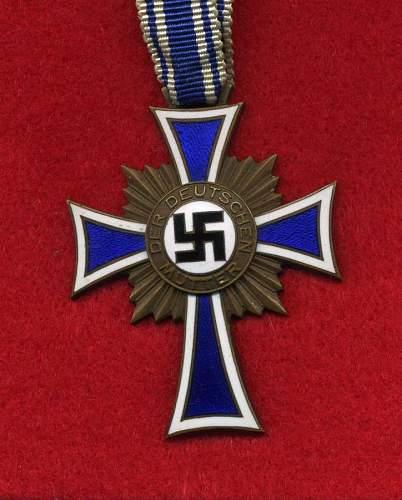 Prototype of the Ehrenkreuz der Deutsche Mutter?