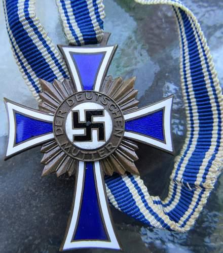 Ehrenkreuz der Deutsche Mutter Dritte Stufe, Original or Replica?