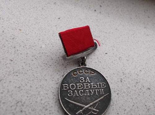 "Need Help: Genuine early version of the ""Medal for War Merits"" (Type I, Version I, No 9214) or not?"