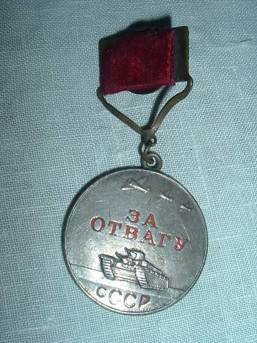 1943 era Valiant Labor and For Bravery Medal, Type 1