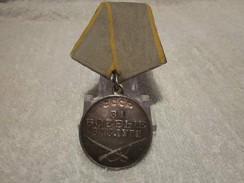 Combat Service Medal #935380 + Booklet and Researched
