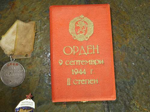 Click image for larger version.  Name:ussr medals 004.jpg Views:47 Size:333.1 KB ID:403579