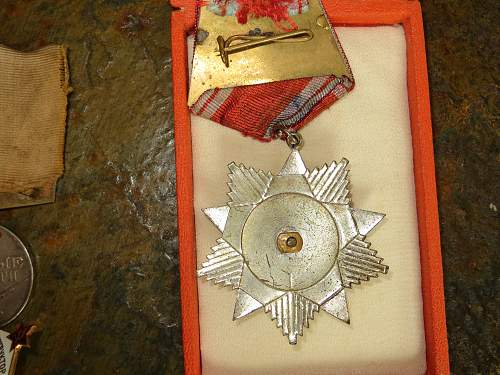 Click image for larger version.  Name:ussr medals 006.jpg Views:60 Size:335.1 KB ID:403587