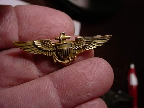 Gold US Navy pilot wings ,ww2?