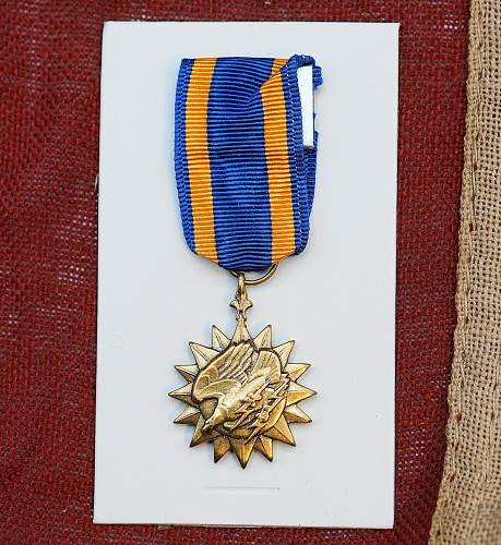 US Air Medal WW2 in Case with Miniature