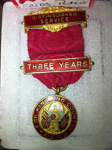 1945 Distinguished Service Medal (but awarded by who ???)