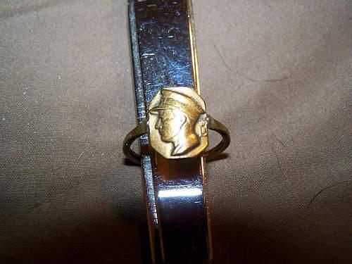 WW2 ring    need help with ID