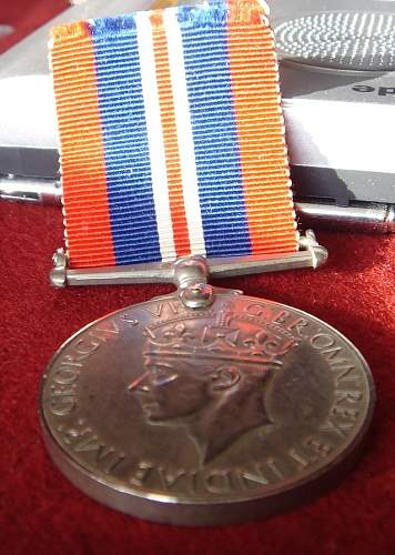 Click image for larger version.  Name:british medalc.jpg Views:72 Size:236.2 KB ID:344104