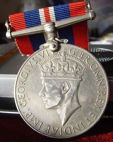 Click image for larger version.  Name:british medald.jpg Views:80 Size:81.5 KB ID:344108