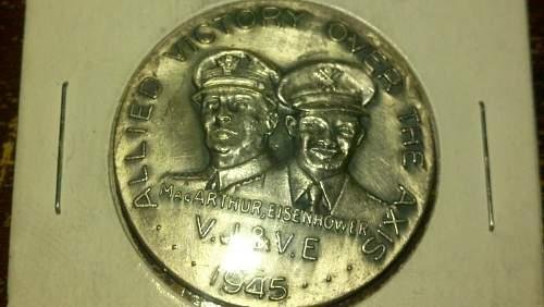 1945 Douglas MacArthur, Eisenhower medal.
