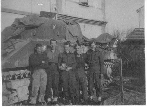 Click image for larger version.  Name:Rick Wilkin's dad John with his tank crew celebrating his MC gallantry award  ( awarded 20 decem.jpg Views:51 Size:222.1 KB ID:631576
