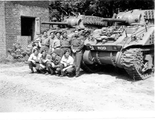 Click image for larger version.  Name:Rick Wilkin's dad John with his tanks 'Ram' and 'Rod' and their crews.jpg Views:80 Size:96.9 KB ID:631577