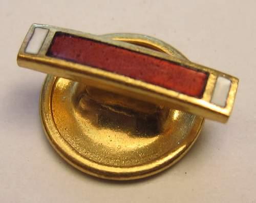 US medal beveled edge lapel pins WW2 or Korea?
