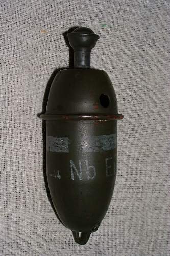 Click image for larger version.  Name:smoke grenade 1.jpg Views:127 Size:242.2 KB ID:281995