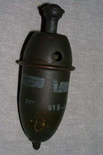 Click image for larger version.  Name:smke grenade 1.jpg Views:167 Size:239.3 KB ID:281996