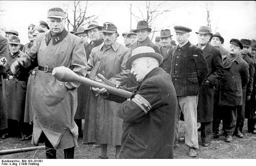 Click image for larger version.  Name:weapon_panzerfaust35.jpg Views:502 Size:60.4 KB ID:316832