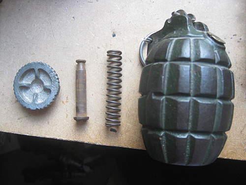 1915 Mills bomb