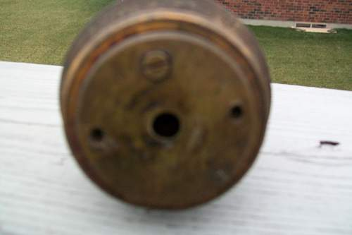 Possible 1 8 pounder and 221 B fuze.