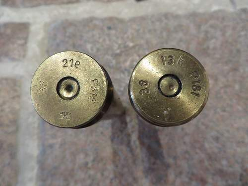 A couple of 2cm Flak cases with heads.