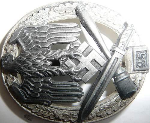 Bandenkampfabzeichen -25 Panzerkampfabzeichen -25 Allegemeinesturmabzeichen. Possibly Good?