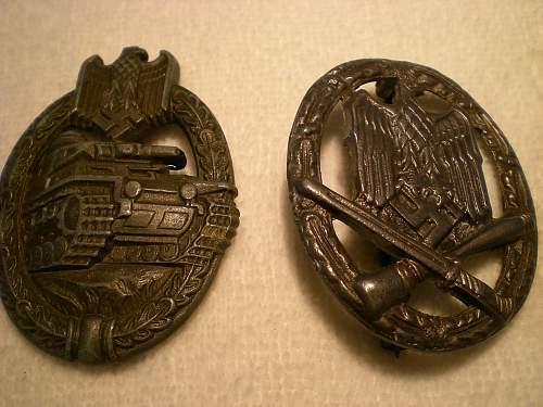 2 badges, Panzerkampfabzeichen and Allgemeines Sturmabzeichen