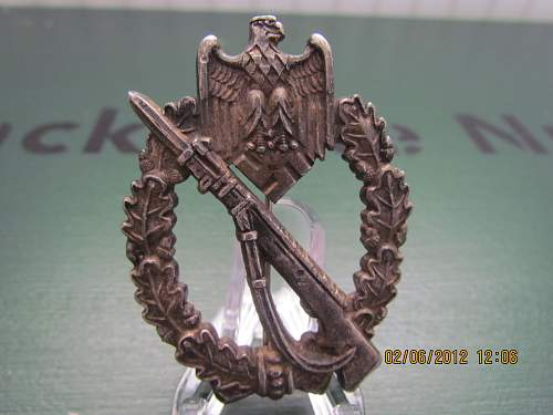 Click image for larger version.  Name:Inf Asslt Badge real.jpg Views:230 Size:116.2 KB ID:357002