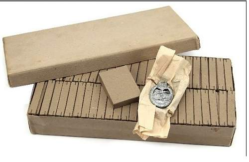 Late war production cartoon or thick paper boxes for Panzer assault badge, HELP!!!!!