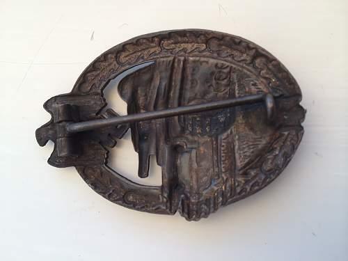 Panzerkampfabzeichen in bronze.