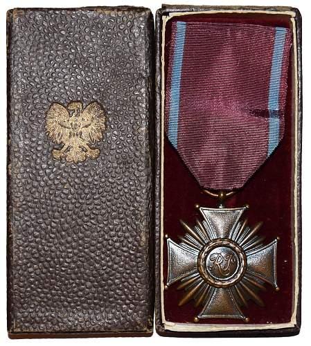 Polish Cross of Merit 3rd class - need help