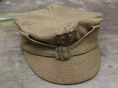 Two rogatywka caps on auction - opinions?