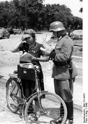 Schutzpolizei bayonets