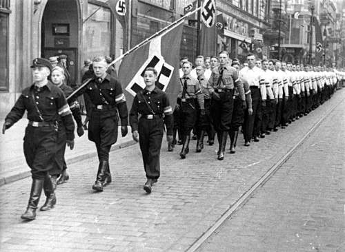Click image for larger version.  Name:other_hitleryouth116.jpg Views:276 Size:120.7 KB ID:576443