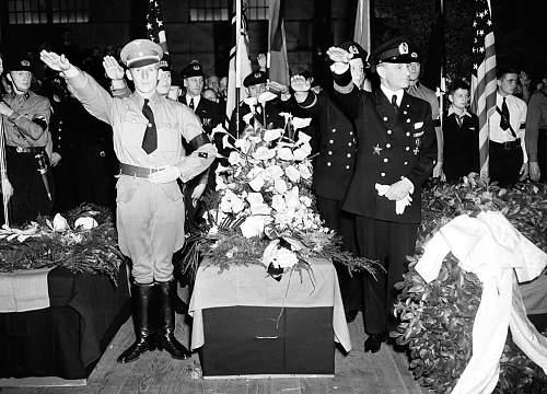 SA or SS dagger? take a look at this 1937 NY City Photo