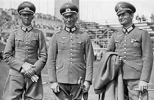 Click image for larger version.  Name:German_Officers_22_140.jpg Views:865 Size:57.8 KB ID:608865
