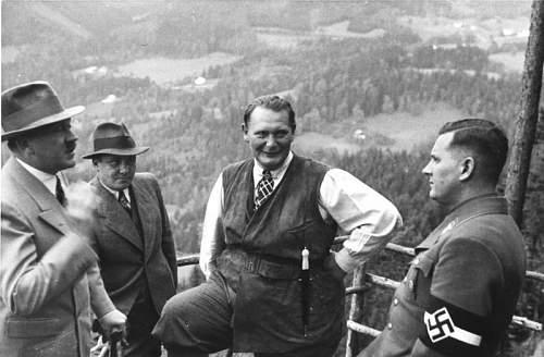Click image for larger version.  Name:Bundesarchiv_B_145_Bild-F051620-0043,_Hitler,_Göring_und_v._Schirach_auf_Obersalzberg.jpg Views:69 Size:59.2 KB ID:664639