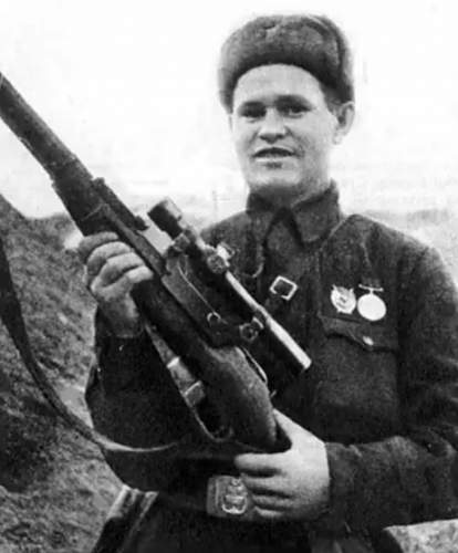 Any photos of a Soviet soldier wearing a medal during combat?