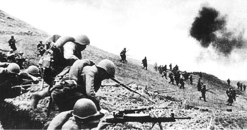 Click image for larger version.  Name:Soviet infantry counterattacking during the battles in the South Caucasus, Fall 1942..jpg Views:41 Size:87.4 KB ID:675473